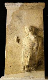 Επιτύμβια στήλη εφήβου από την Αμφίπολη, τέλη 5ου αι. π.Χ. (αρ. κατ. 2).