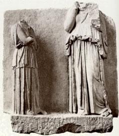 Επιτύμβια στήλη αρ. Ma 3582 του Μουσείου του Λούβρου, α' μισό 4ου αι. π.Χ. (αρ. κατ. 3).