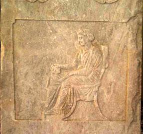 Επιτύμβια στήλη της Αριστολέας και του Αντία από τον Πειραιά, 340-330 π.Χ.