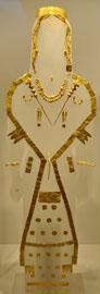 Χρυσά κοσμήματα από γυναικεία βασιλική ταφή από τις Αιγές όπως εκτίθενται στο Μουσείο Ashmolean.