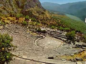 Το αρχαίο θέατρο των Δελφών