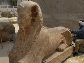 Μία από τις σφίγγες που ανακαλύφθηκαν, η οποία συμβολίζει τον Φαραώ Αμενχοτέπ Γ