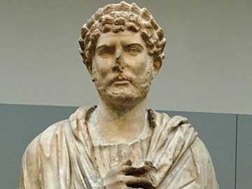Άγαλμα του Αδριανού προϊόν εσφαλμένης αποκατάστασης
