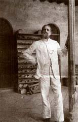 Ο Ρόμπερτ Κόλντεβαϋ στο Σπίτι της Ανασκαφής στη Βαβυλώνα.