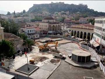 Κουτσούρεψαν την ανάπλαση της Πλατείας Μοναστηρακίου