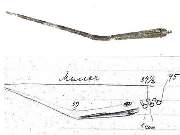 Κακόβατος, φωτογραφία και σκαρίφημα του κεκαμμένου ξίφους από τον θολωτό τάφο Β.