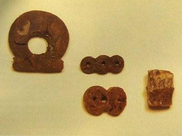 Κακόβατος, αντικείμενα από ήλεκτρο από τον θολωτό τάφο Α.