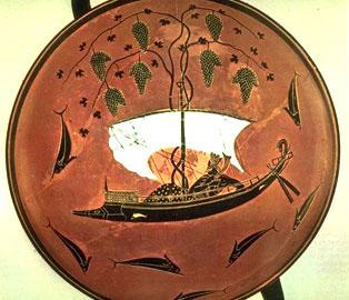 Αττική μελανόμορφη κύλικα με παράσταση του Διονύσου σε πλοίο και γύρω του δελφίνια (π. 540/30 π.Χ., Μόναχο, Antikensam., 8729)