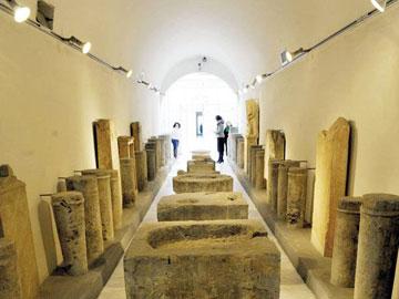 Ορισμένες από τις επιγραφές του Επιγραφικού Μουσείου αποκαλύπτουν πώς οι αρχαίοι Αθηναίοι γέμιζαν το κρατικό ταμείο.