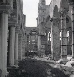 8. Άγ. Δημήτριος. Εργασίες αποκατάστασης στο βόρειο κλίτος, δεκαετία του  1930 (Φωτογραφικό Αρχείο Μουσείου Μπενάκη).