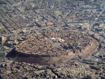 Το αρχαίο τείχος προστατεύει ακόμη την πόλη του Erbil στο Ιράκ.