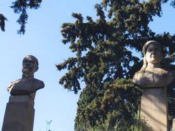 Άποψη από το μνημείο της οικογένειας Κανάρη στο Α΄ Νεκροταφείο Αθηνών.