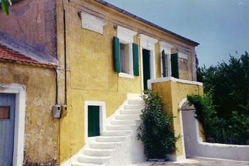 Διώροφη κατοικία στην Κοντογενάδα της Κεφαλονιάς, 2000.