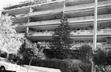 Πολυκατοικία υψηλού εισοδήματος στην οδό Ηρώδου Αττικού (φωτ. Β. Βαφειάδης).