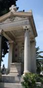 Ένα έργο του Βασιλείου Κουρεμένου στο Α´ Νεκροταφείο Αθηνών: Το ταφικό μνημείο της οικογένειας Ιωάννη Απάζογλου
