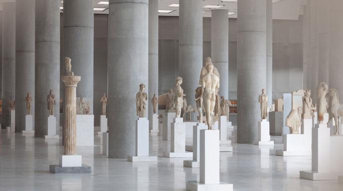 Άποψη από την Αίθουσα Αρχαϊκών Έργων του Μουσείου Ακρόπολης.