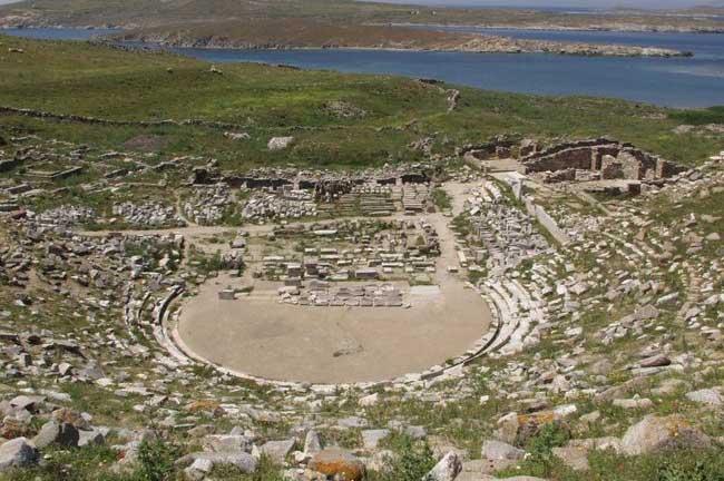 Το αρχαίο θέατρο της Δήλου.