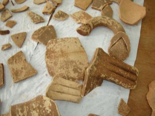 Ευρήματα από την ανασκαφή στην Ιθάκη.
