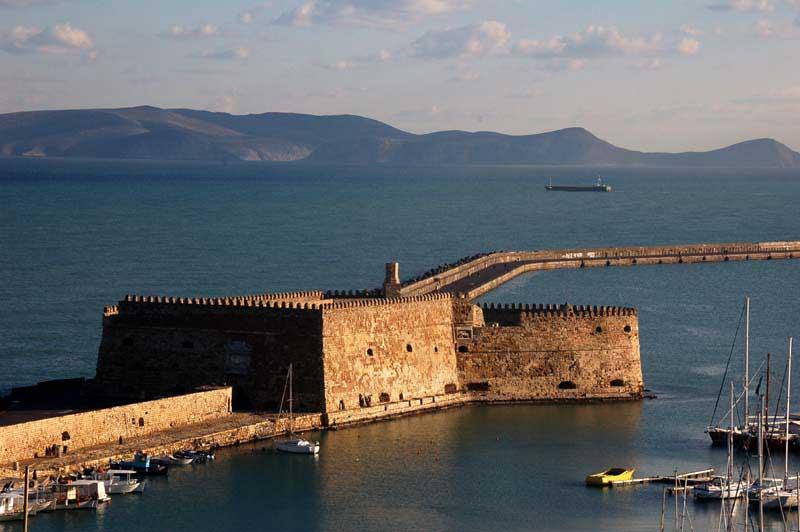Εξωτερική άποψη του φρουρίου του Κούλε στο Ηράκλειο.