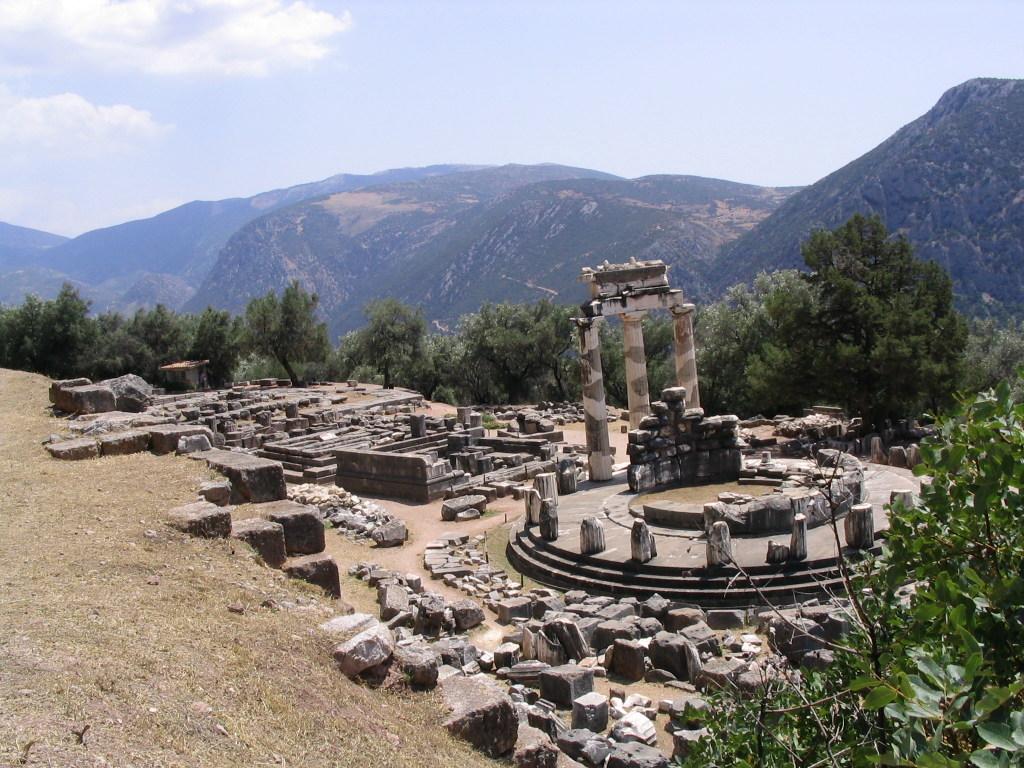Άποψη του αρχαιολογικού χώρου των Δελφών.