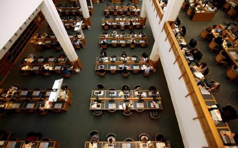 Το εσωτερικό της Βρετανικής Βιβλιοθήκης.