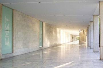 Από το εσωτερικό του Εθνικού Μουσείου Σύγχρονης Τέχνης.