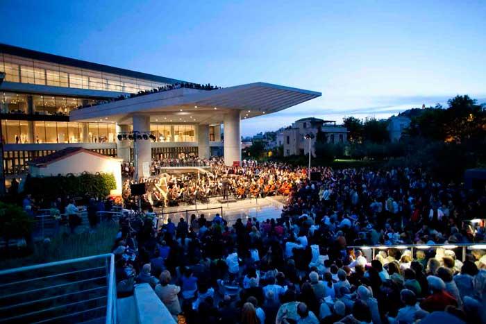 Συναυλία στον προαύλιο χώρο του Μουσείου Ακρόπολης.
