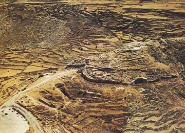 Ο λόφος με την ακρόπολη που ταυτίστηκε με τις Μυκήνες.