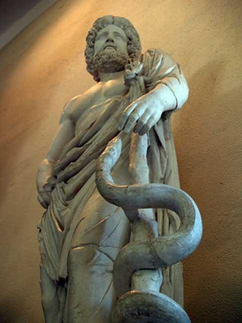 Ασκληπιός, ο θεός της ιατρικής. Αρχαιολογικό Μουσείο Επιδαύρου.