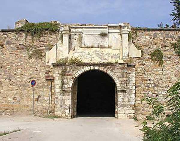 Η είσοδος του μεσαιωνικού κάστρου της Χίου.