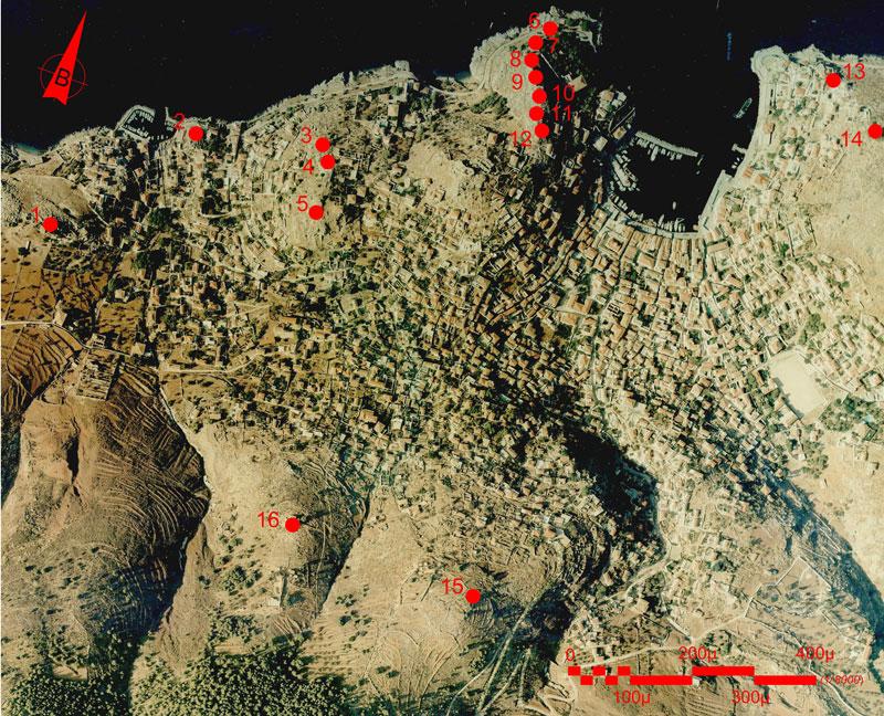 Εικ. 1. Οι θέσεις των ανεμόμυλων 1 έως 16 στον οικισμό της Ύδρας. Πηγή: Αεροφωτογραφία Ο.Κ.Χ.Ε. 1992