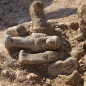 Ο αιγύπτιος ιερέας και οι ογδόντα υπηρέτες του