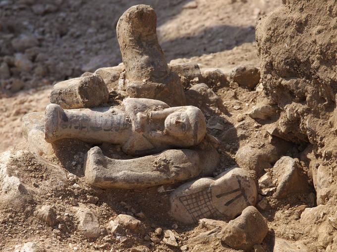 Ουσάμπτι του ιερέα Τζεχουτί (περ. 1470 π.Χ.), φωτογραφία ανασκαφής.