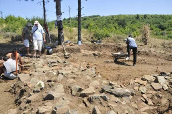 Η κοινή γαλλοβουλγαρική ανασκαφή πραγματοποιείται στο πλαίσιο του προγράμματος Απολλωνία-Εύξεινος Πόντος.