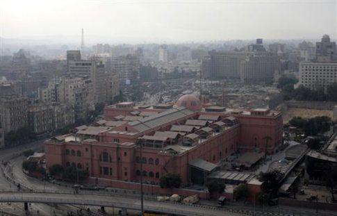 To Μουσείο του Καΐρου στην Πλατεία Ταχρίρ.