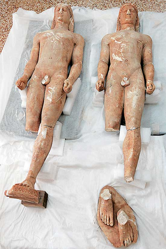 Tα δύο ανδρικά αγάλματα θα έχουν επαναπατριστεί μέχρι νωρίς σήμερα το απόγευμα.