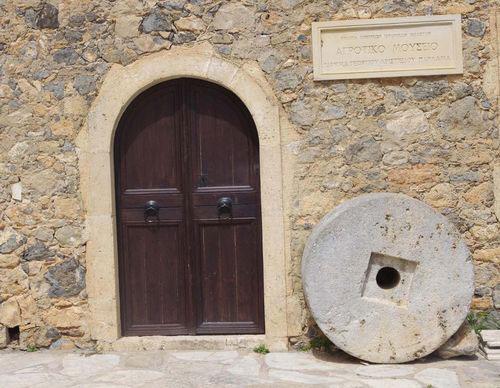 Η είσοδος του Αγροτικού Μουσείου Παρλαμά.