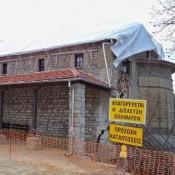 Ένα μνημείο εκκλησιαστικής αρχιτεκτονικής καταρρέει