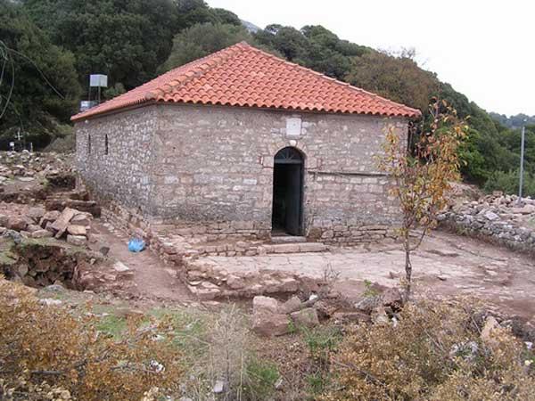 Η Μονή Φιλοθέου στο Νεόκαστρο Ναυπακτίας.