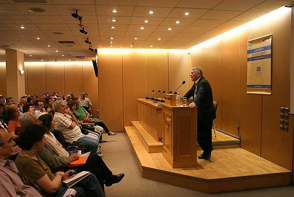 Στον πέμπτο χρόνο λειτουργίας του εισήλθε ο θεσμός του Ελεύθερου Πανεπιστημίου της Στοάς του Βιβλίου.