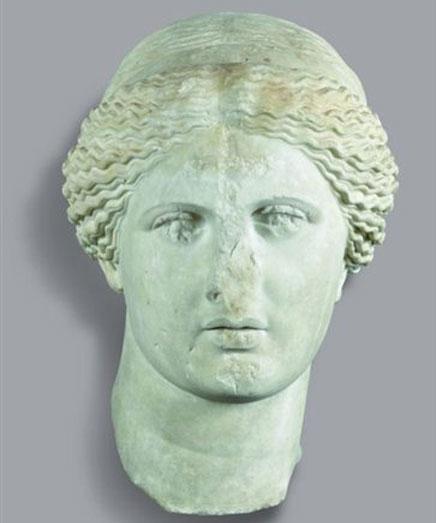 Κεφαλή Αφροδίτης στο μέτωπο της οποίας έχει χαραχθεί σταυρός. 1ος αι. μ.Χ. Εθνικό Αρχαιολογικό Μουσείο, Αθήνα.