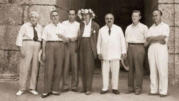 Μυκήνες, καλοκαίρι του 1949, μπροστά στον τάφο της Κλυταιμνήστρας. Από την έκθεση στην Εν Αθήναις Αρχαιολογική Εταιρεία.