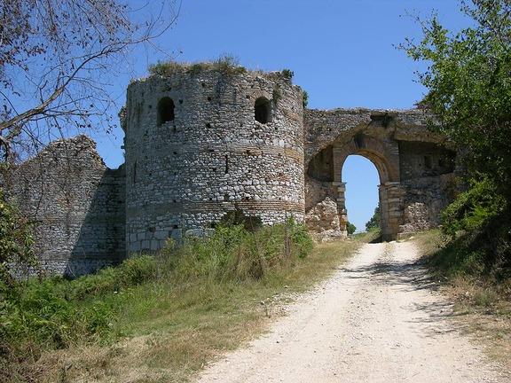 Τείχη στη Νικόπολη.