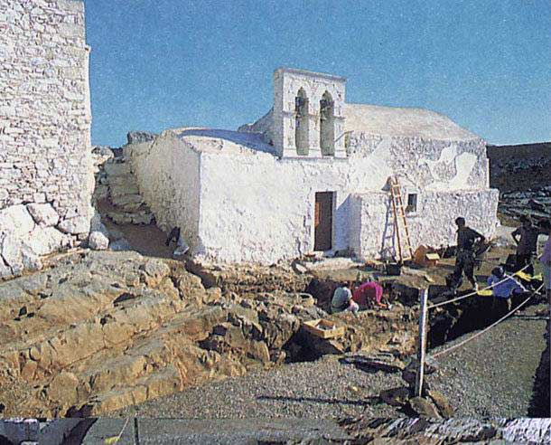 Η ανασκαφή του Γιάννη Σακελλαράκη στον Άγιο Γεώργιο στο Βουνό, στα Κύθηρα.
