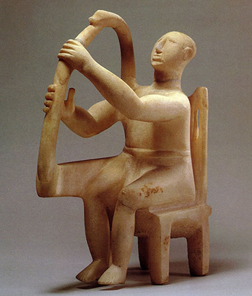 Εικ. 2. Κυκλαδικό ειδώλιο αρπιστή. Μητροπολιτικό Μουσείο Νέας Υόρκης (2800-2700 π.Χ.).