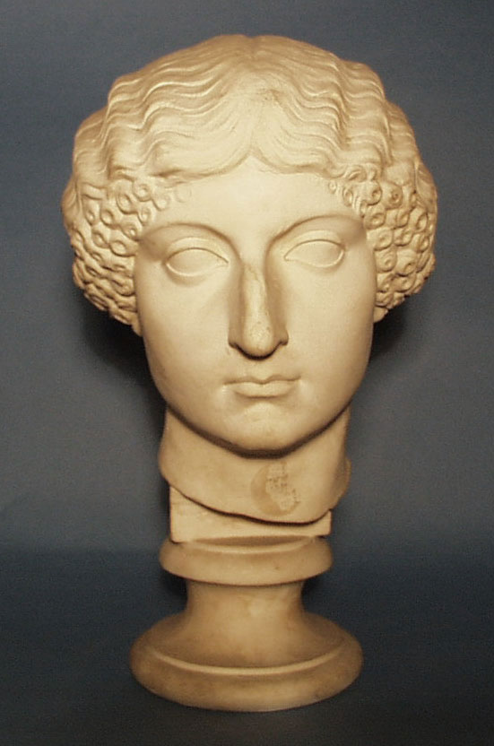 Εικ. 8: Ρωμαϊκή κεφαλή Λίβιας σε παριανό μάρμαρο με πρόσθετη μύτη από μάρμαρο Carrara και μαλλιά από μάρμαρο Έφεσου (γύψινο αντίγραφο).
