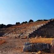 Αόρατοι πάσσαλοι-ασπίδα στο αρχαίο θέατρο Θορικού
