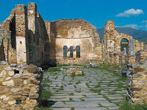 Η βασιλική του Αγίου Αχιλλείου, στο ομώνυμο νησάκι των Πρεσπών, ήρθε στο φως από τον Νίκο Μουτσόπουλο.