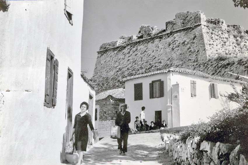 Φωτογραφία-ντοκουμέντο από το βιβλίο «Λαογραφικά Σύμμεικτα της Κορώνης».