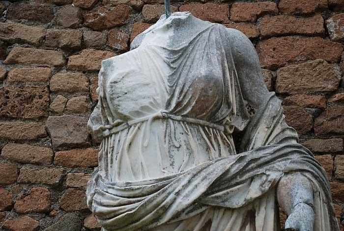 Γλυπτό στην αρχαία Όστια.